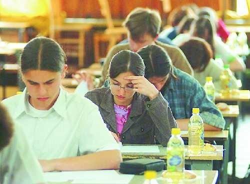 Egzaminy na pierwszy rok studiów jedni mają już za sobą, inni wciąż szukają uczelni.