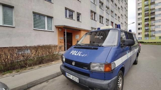 Zabójstwo w Piotrkowie. W sobotę, 27 marca, w bloku przy ul. Słowackiego 106 w Piotrkowie doszło do zabójstwa. Ofiara to 36-letni mężczyzna. Policja zatrzymała jedną osobę. CZYTAJ DALEJ NA KOLEJNYM SLAJDZIE>>>