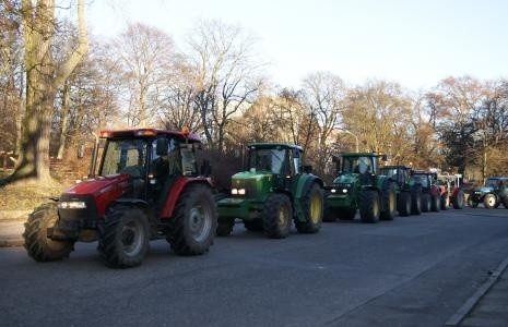 Pomorze Zachodnie: Rolnicy wyjeżdżają na drogi regionuDzisiaj pojawią się na drogach wojewódzkich.
