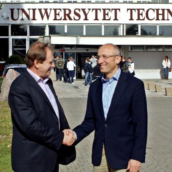 Na zdjęciu (od lewej) prof. Marek Bieliński, prorektor ds. Współpracy z Gospodarką UTP oraz Rafał Jerzy, prezes Makrum