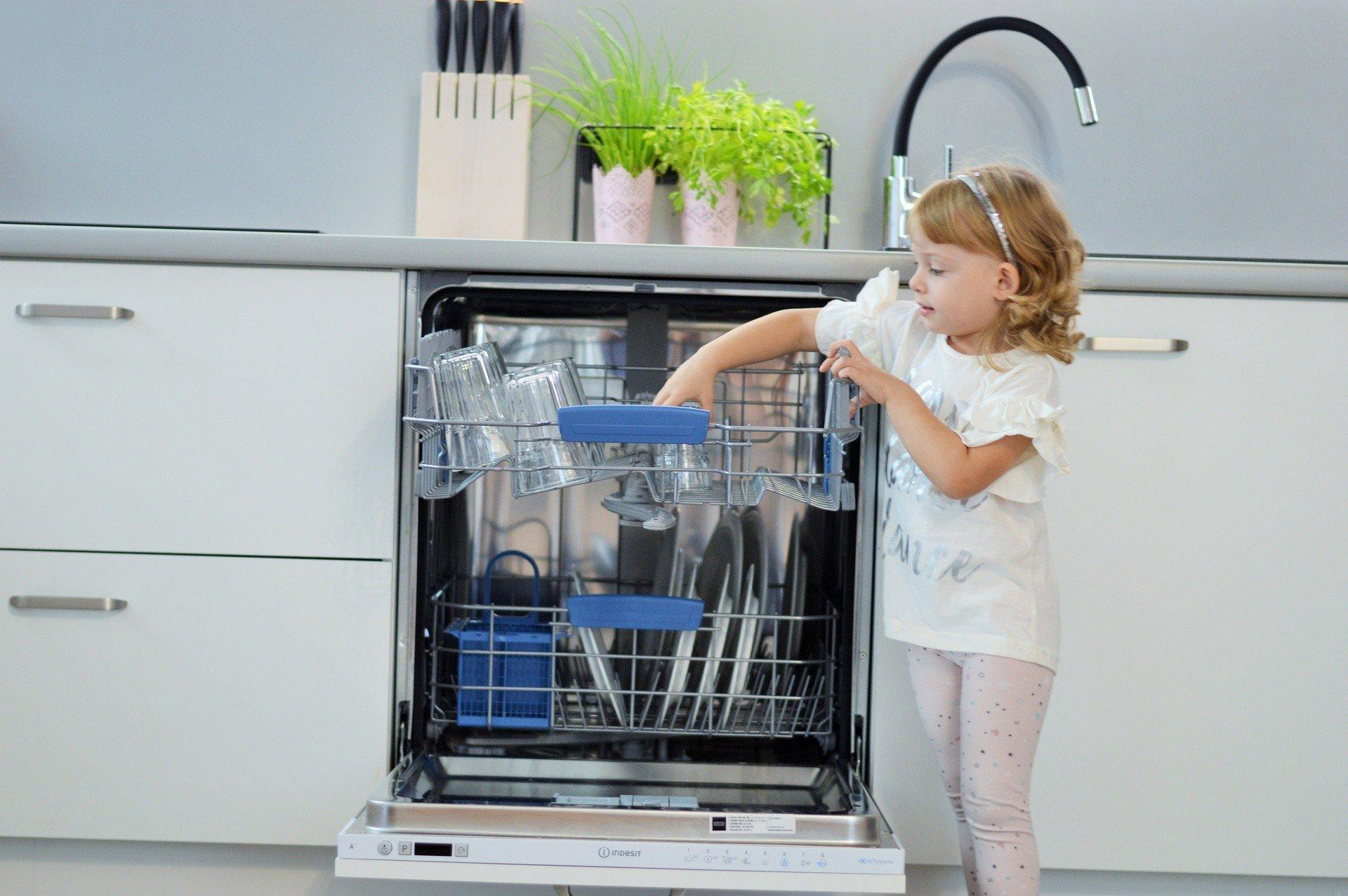 Czy dzieci powinny pomagać rodzicom w domu? Wyniki najnowszego ...