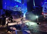 Potworny wypadek na DK 86 w Sarnowie. Zginął kierowca InPost. TIR wjechał w ciężarówkę, której kierowca odjechał