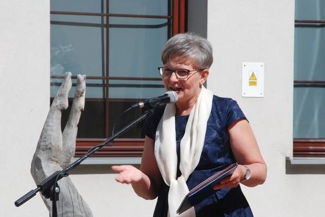 Wszystkich gości powitała Bożena Marczykowska, dyrektor Zespołu Szkół Plastycznych. Po uroczystościach posadzono dąb o imieniu Józef.