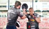 KSW 43. Yannick Bahati prowokuje, Damian Janikowski zachowuje olimpijski spokój