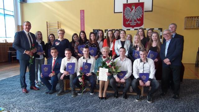 Pożegnanie absolwentów Zespołu Szkół Ponadgimnazjalnych w Łodzierzy