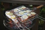 Pomysł na udane grillowanie – poznaj akcesoria do grilla, które pomogą przygotować smaczniejsze i zdrowsze potrawy z rusztu