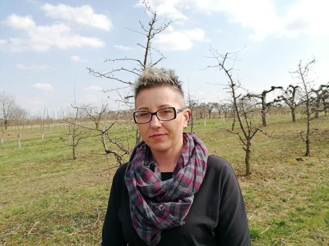 - Na drzewach zaczynają pojawiać się pąki, robi się zielono, ale nowy sezon to nie nadzieja, ale wiele obaw. Jest strach, to może być ostatni sezon - mówi Marta Przybyś, liderka Agro Unii.
