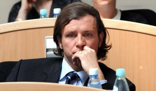 Miejmy nadzieję, że Radosław Majdan lepiej zaprezentuje się na parkiecie niż w ławach zachodniopomorskiego sejmiku.