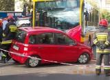 Osiem osób rannych w wypadku z udziałem autobusu MPK na skrzyżowaniu ul. Lutomierskiej z Piwną