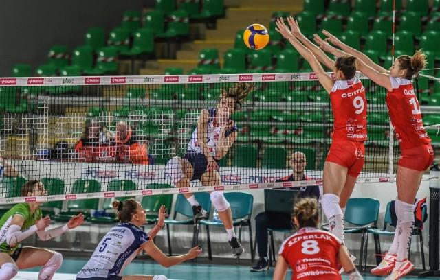 Siatkarki Energi MKS Kalisz (czerwone stroje) mogą być zadowolone z siódmego miejsca w rozgrywkach Tauron Ligi