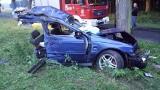 Wypadek w Łobżenicy. Samochód po uderzeniu rozpadł się na dwie części. Nie żyje jedna osoba [FOTO]