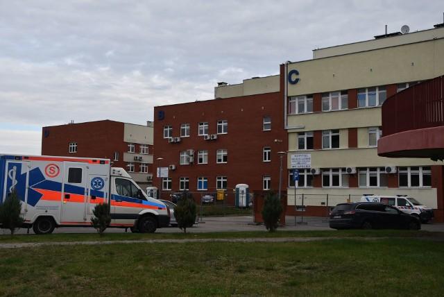 Choć szpital w Grudziądzu, a ściślej - kadra medyczna - dzielnie walczy z pandemią koronawirusa, ratuje ludzkie życie to sfera finansowa lecznicy nadal jest trudna. Dług szpitala nie zniknął i wynosi ponad 449 mln zł!