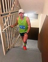 65 razy na 42. piętro! Łodzianin bił rekord w hotelu Marriott