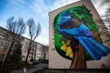 Murale w Bielsku-Białej mają tabliczki z kodem QR. To sposób na promocję szlaku bielskich murali