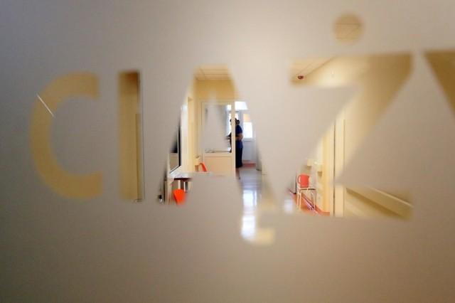 Najwyższa Izba Kontroli zbadała, jak przebiega opieka nad pacjentkami, które doświadczają niepowodzeń położniczych: tracą ciążę, rodzą martwe dziecko lub ich dziecko umiera tuż po porodzie. Skontrolowała 37 szpitali w całym kraju, m.in. ośrodek Madurowicza szpitala Pirogowa w Łodzi, oraz szpitale w Radomsku, Bełchatowie, Zduńskiej Woli i Piotrkowie Trybunalskim.CZYTAJ DALEJ >>>>...
