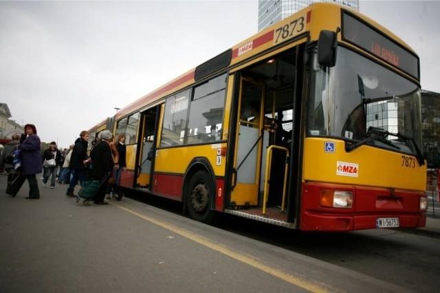 Po Warszawie najlepiej poruszać się na piechotę lub komunikacją miejską – to szybki i niedrogi sposób.