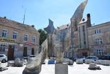Zielona Góra. Czytelniczka pyta: czy pomnik na Placu Matejki zaczyna rdzewieć? Odsłonięto go z wielką pompą, co dzieje się z nim teraz?
