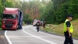 Wypadek na drodze krajowej z Miastka do Słupska. Droga była zablokowana. Z naczepy ciężarówki wysypały się płyty meblowe