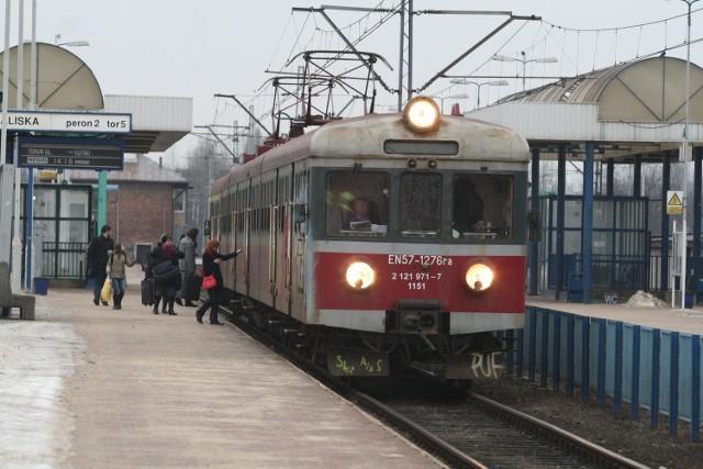 Studenci szukają mieszkań w Łodzi, bo kolej likwiduje pociągi, którymi jeździli na uczelnie