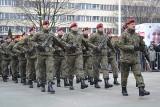 Żołnierze 6. Batalionu Powietrznodesantowego na Rynku w Gliwicach złożyli przysięgę wojskową ZDJĘCIA