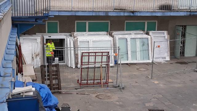 W szpitalu na radomskim Józefowie trwa między innymi wymiana okien. Będą również nowe drzwi wejściowe.