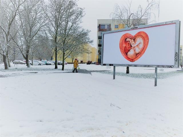 W Zielonej Górze pojawiły się billboardy z grafiką dziecka w łonie matki.