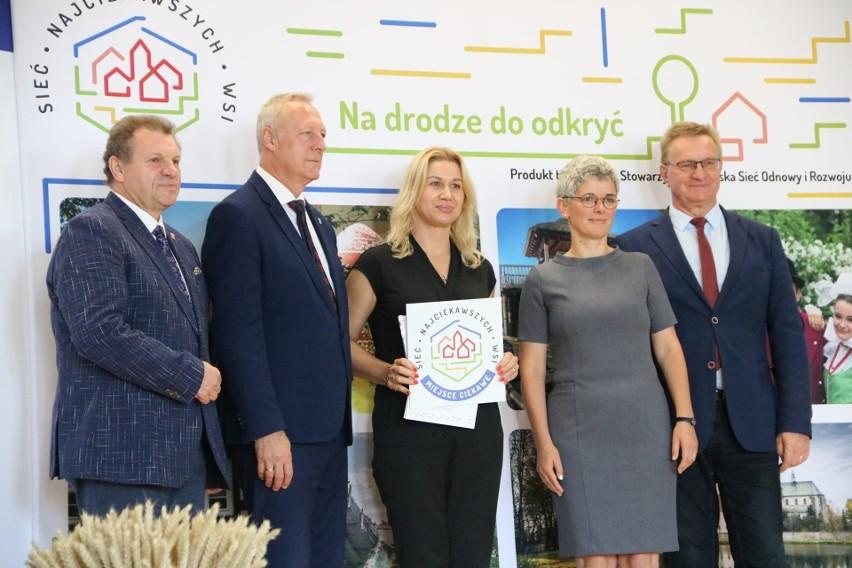 Certyfikat Miejsce Ciekawe odebrała Wioletta Kalinowska -...