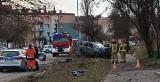Wypadek w Wodzisławiu Śląskim. Daewoo lanos skosił latarnię. Pijany kierowca sprawcą wypadku na ulicy 26 Marca