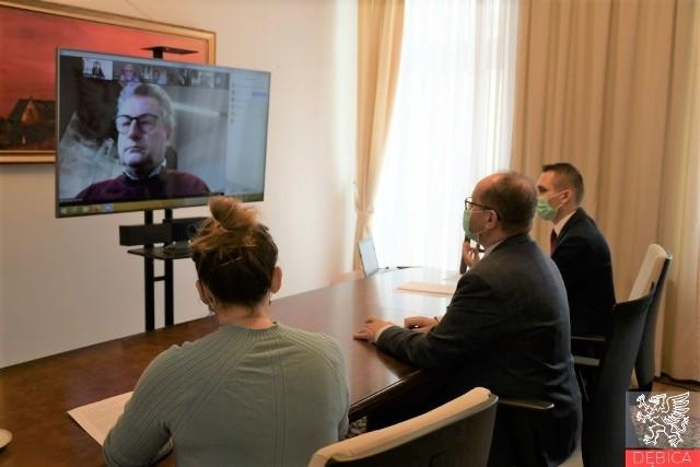 Władze Dębicy tłumaczyły przedstawicielom belgijskiego miasta Puurs, że po polskiej stronie prawa człowieka są w pełni respektowane.