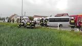 Wypadek w Gorzowie Śląskim. Bus zderzył się z alfą romeo. Dwie osoby poszkodowane