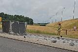 Zablokowana droga pod Stargardem. Uderzył dźwigiem samochodowym w wiadukt. Wjechał w bariery