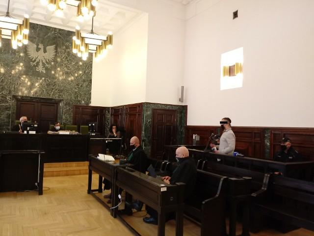 Do zbrodni doszło w grudniu 2018 r. Ujęci po kilku tygodniach oskarżeni, od tamtej pory są tymczasowo aresztowani. Na rozprawę odwoławczą został doprowadzony tylko Radosław J. (na zdj.)