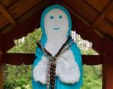 Lubelskie: Matka Boska z... gipsu? Kapliczka z nietypową figurką Maryi znajduje się na Roztoczu