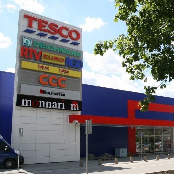 Do tragedii doszło w nowym markecie przy ulicy Ozimskiej w Opolu. Śledztwo w sprawie wypadku trwa.