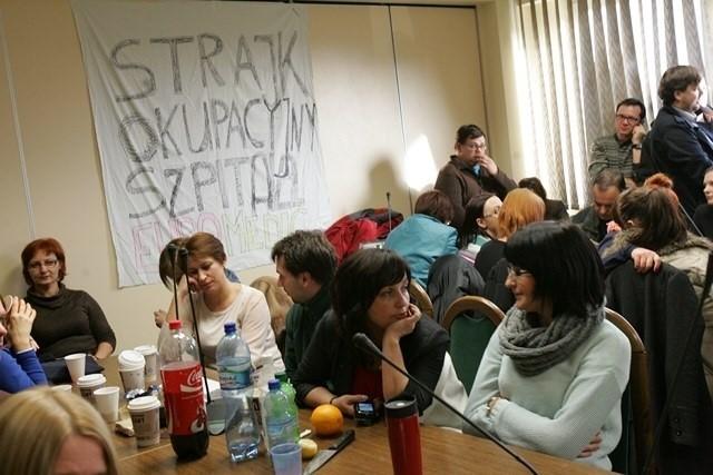 Pracownicy EuroMedic okupują siedzibę NFZ Katowice