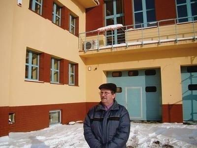 Prezes Władysław Król cieszy się, że obiekt jest modernizowany FOT. EWA TYRPA