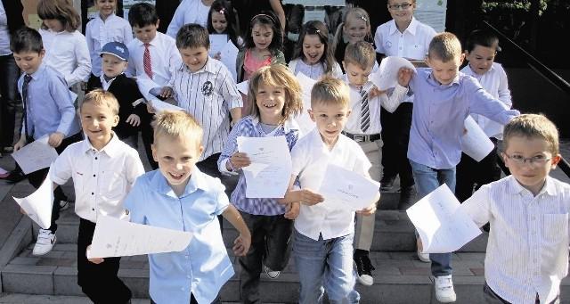 Ostatni szkolny dzwonek zabrzmiał. Uczniowie z całej Polski mają wakacje do 31 sierpnia