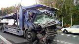 Wypadek w Bieruniu. Kierowca osobówki zawracał na ciągłej. Doprowadził do zderzenia TIR-ów. Kierowcy szukają świadków