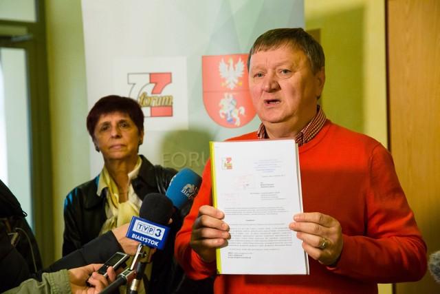 Chcę, aby wojewoda sprawdził czy Tomasz Janczyło może wybierać dyrektorów szkół - mówił składając wczoraj wniosek w Podlaskim Urzędzie Wojewódzkim Eugeniusz Muszyc.