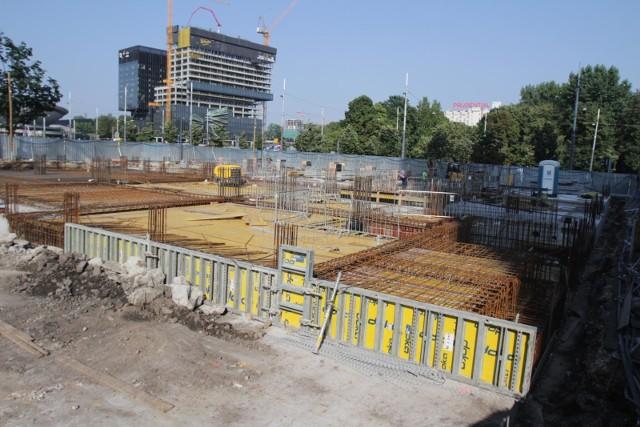 Budowa Hotelu Puro przy al. Korfantego w Katowicach. Zdjęcia z 6 sierpnia 2020 r.Zobacz kolejne zdjęcia. Przesuwaj zdjęcia w prawo - naciśnij strzałkę lub przycisk NASTĘPNE