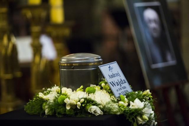 Urna z prochami Andrzeja Wajdy