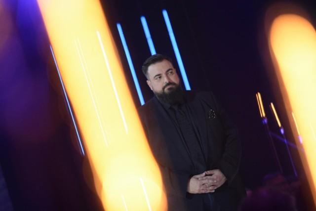 """Tomasz Sekielski zapowiedział premierę najnowszego dokumentu o pedofilii w Kościele pt. """"Zabawa w chowanego""""."""