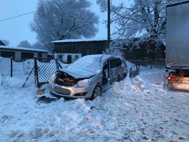 Wypadek w Mierzeszynie w gminie Trąbki Wielkie [11.02.2021] Jedna osoba została ranna.