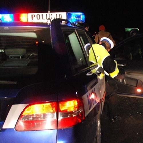 Policji udało się zatrzymać kierowcę, który doprowadził do wypadku. Okazało się, że mężczyzna był pijany