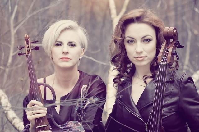 Pinky Loops - oryginalny w swym brzmieniu elektryczny duet kobiecy, który tworzą Asia Czerwińska (elektryczna wiolonczela) oraz Marta Lutrzykowska (elektryczne skrzypce)