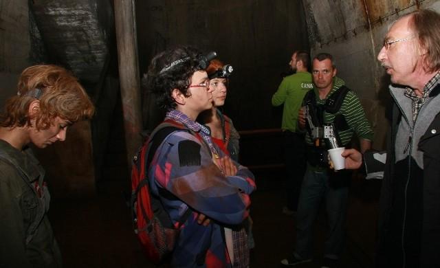Przed każdym ujęciem młodzi aktorzy (od lewej) Kamil Klier, Maciek Stolarczyk i Klaudia Łepkowska wysłuchują uwag reżysera Wiktora Skrzyneckiego (z prawej).