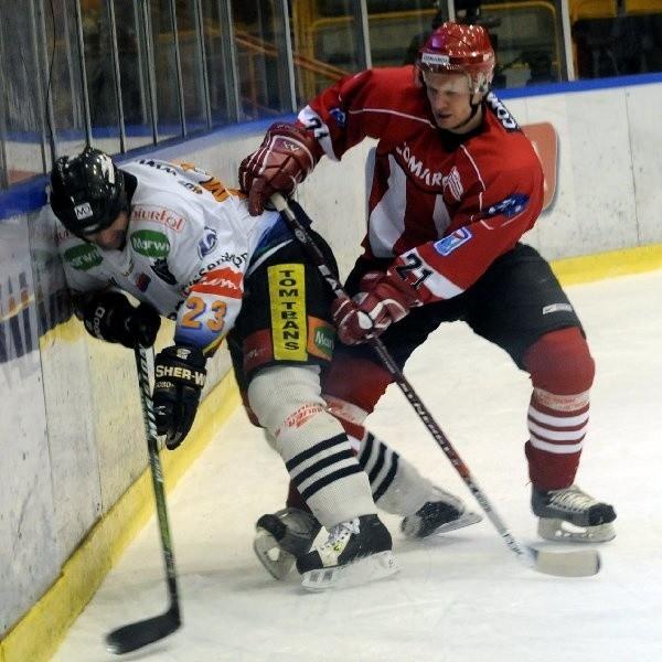Toruńscy hokeiści przez cztery mecze walczyli z Cracovią jak równy z równym.