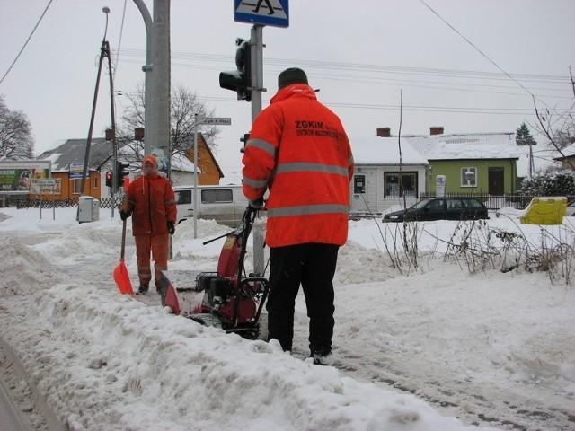 Paraliz Ostrowi. Śnieg daje sie we znaki kazdemu.