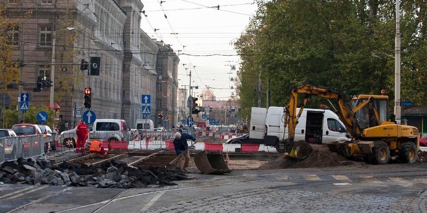 Wrocław, siatka ochronna na byłym budynku starostwa przy Podwalu - obecnie należącym do prokuratury