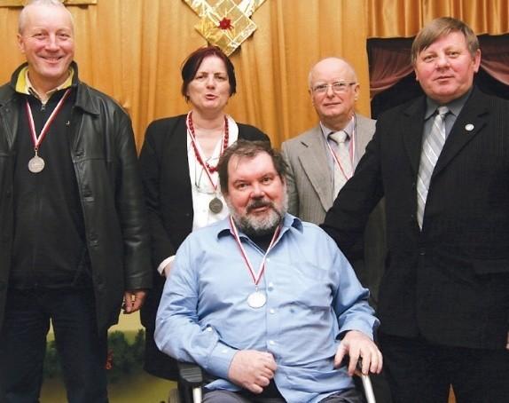 Brydżyści ze Słupska: Od lewej: Antoni Adamiec, Maria Tomczewska - Pleskot, Ryszard Konopka, Jan Lange i Bolesław Ostrowski (z przodu).